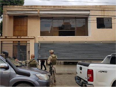 Tras captura de supuesto jefe narco, allanan lujosa vivienda en Asunción
