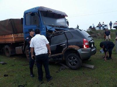 Mujer fallece tras chocar contra un camión en Guairá