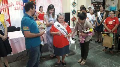 Miss tejedora de Ñandutí tiene 84 años y trabaja sin anteojos