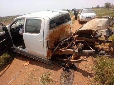 Atacan con explosivos una camioneta en Horqueta