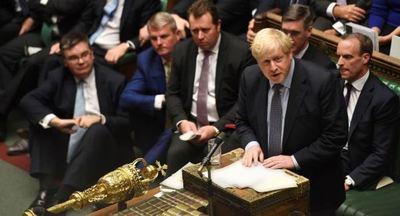 Johnson amenaza con suspender el Brexit si el Legislativo británico no aprueba su plan
