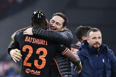 Batshuayi da el triunfo al Chelsea en Ámsterdam