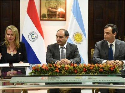 Paraguay firma con Argentina su primer acuerdo automotriz