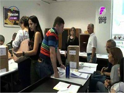 Argentinos residentes en Paraguay votan en las elecciones