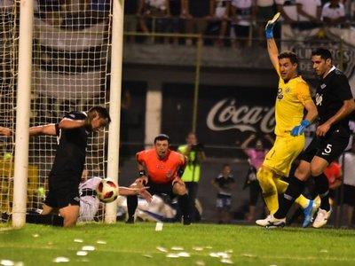 """Di Torre: """"El árbitro inclinó la cancha"""""""