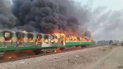 Tragedia en Paquistán: al menos 71 muertos en un incendio de un tren de pasajeros