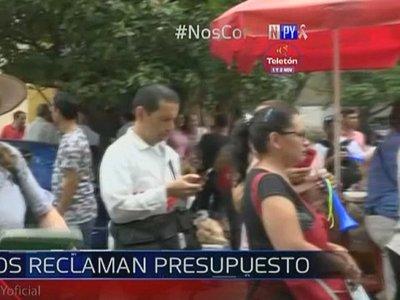 Personal del Hospital Nacional de Itauguá exige nivelación salarial