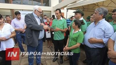 ENTREGAN APORTES A PRODUCTORES YERBATEROS Y PISCICULTORES DE ITAPÚA