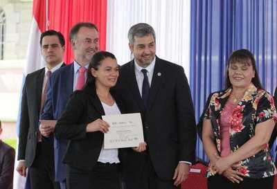 Fortalecerán programa nacional de becas de posgrado con apoyo del BID