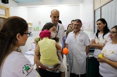 Exitoso primer trasplante alogénico de médula ósea en el Acosta Ñu