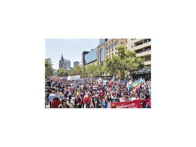 Huelga presiona a Piñera y el peso se desploma en Chile