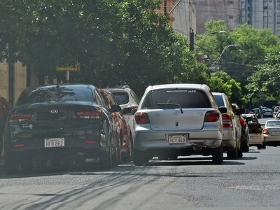Caos reina en Asunción por falta de espacios para estacionar