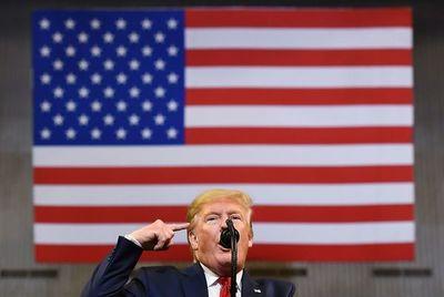 """Trump dice que considerará """"seriamente"""" testificar en investigación de juicio político"""