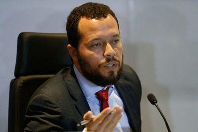 Al ser consultado si espera que el exmandatario sea extraditado al Brasil, respondió que no cree que esto se pueda dar aunque hayan realizado la solicitud al Paraguay.