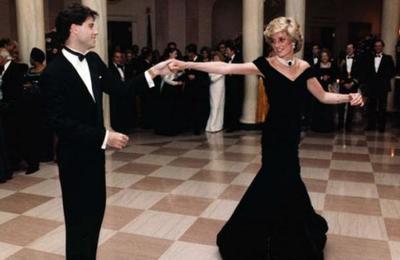 Subastan el icónico vestido con el que Lady Di bailó con John Travolta