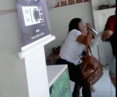 Imputan a estudiante brasileña que intentó robar cabello