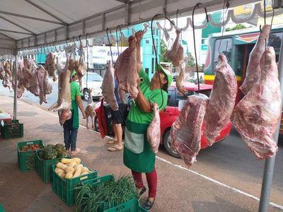 Feria agropecuaria se realiza en Fernando de la Mora