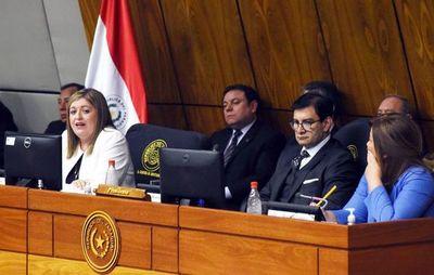 Ante amenaza de juicio político, surge defensa en bloque a Fiscala General
