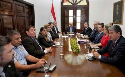 Ministra asiste a reunión interinstitucional