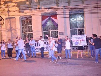 Se levanta huelga de funcionarios del Ministerio de Hacienda