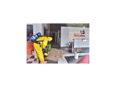 Tiran químico a dos empleadas de local