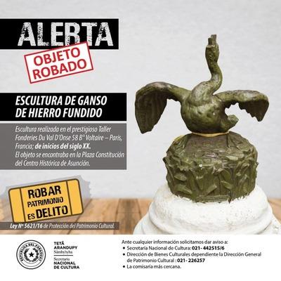 Roban pieza escultórica de la Plaza Constitución de Asunción