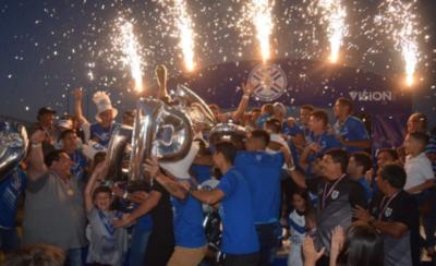 HOY / Reciben trofeo por el ascenso a la Intermedia