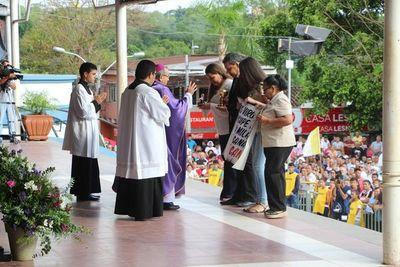 Piden a la Virgen de Caacupé cese de feminicidios