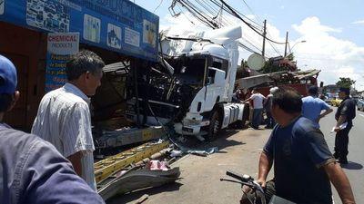 Conductor ebrio atropelló a transeúnte y embistió a otro vehículo