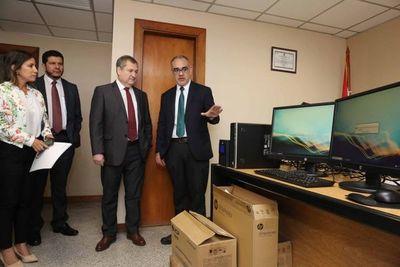 El Pdte. Jiménez Rolón entregó equipos informáticos a juzgados de la Capital