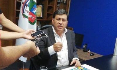 """HOY /  Con la comuna en bancarrota  y todos acusándolo, Gómez  dice: """"No utilicé ningún dinero"""""""