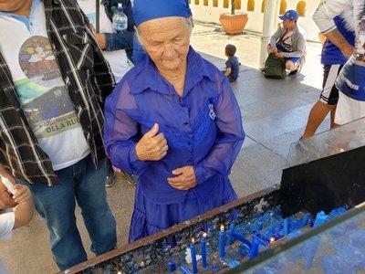 Luego de 40 años, regresa a dar gracias a la Virgen de Caacupé