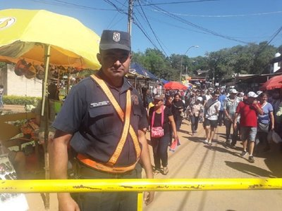La añoranza de un policía que deja a su familia para servir en Caacupé