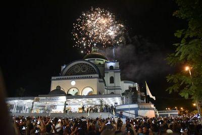 Caacupé recibe el día de la Virgen con un estallido de devoción y fuegos artificiales