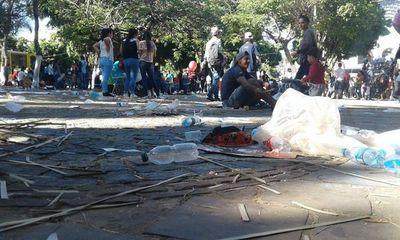 La otra cara tras festividades: Toneladas de basura e inconsciencia dejaron peregrinos de Caacupé