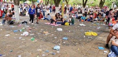 Feligreses dejaron 850 toneladas de basura en Caacupé