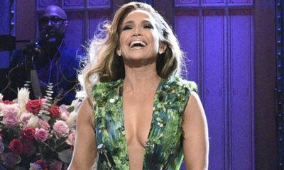 Jennifer López volvió a lucir su icónico vestido de Versace