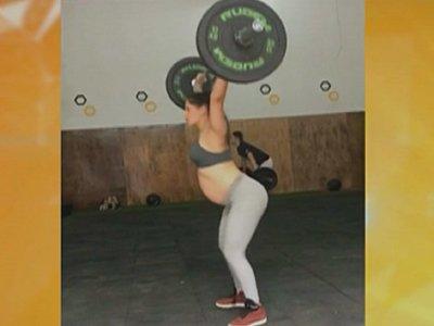 Con 38 semanas de embarazo, joven sorprende con entrenamiento de crossfit