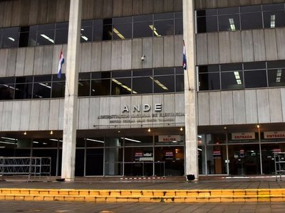 Ex gerente de la ANDE dice que falta más tecnología para rápida atención