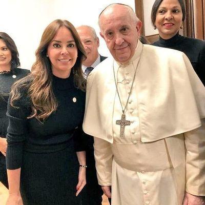 La primera dama se reunió con el papa Francisco
