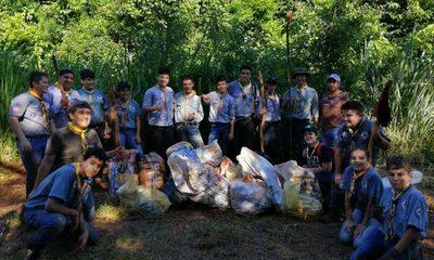 Scouts limpian el arroyo Hu´i Rupa