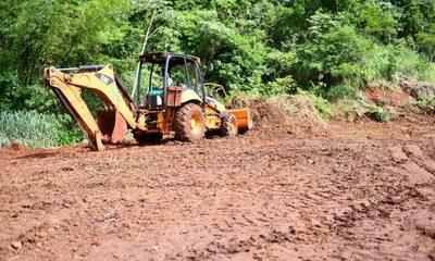 Intensifican tareas de terraplenado en zona del Puente de la Integración, en Presidente Franco