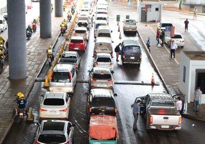 Operativo de Control en Foz de Yguazú genera largas filas en el Puente de la Amistad