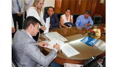 Firman acta de acuerdo entre INDERT y pobladores de Guayaki