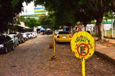 Caos frente al Hospital de Luque •