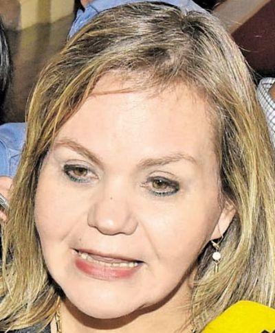 Lilian pide a Contraloría investigar al canciller