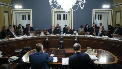 Demócratas y republicanos trasladan la batalla por el juicio político a Donald Trump al Senado