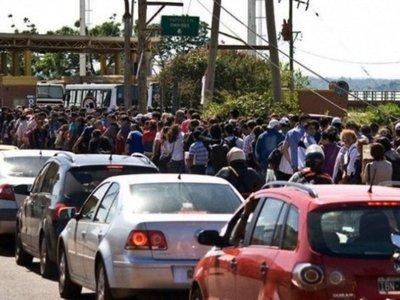 Argentinos habilitan  4 de 11 casillas en control migratorio