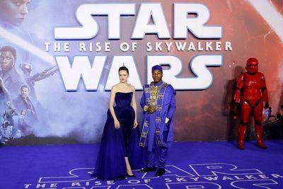 Star Wars lidera la taquilla pero no bate récords