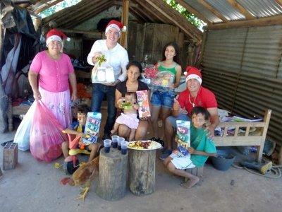 Compartieron almuerzo de Navidad con familias de escasos recursos